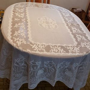 Brand New Beautiful Cream Lace Tablecloth w/ Swans